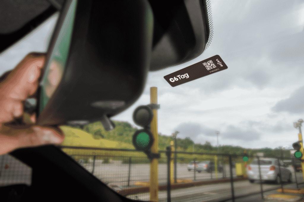 Digio, c6 bank e itaú disponibilizam tag de pedágio gratuita para clientes nas estradas